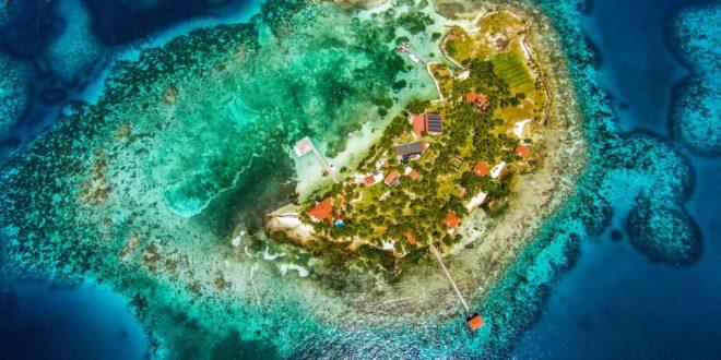 privatni-ostrov-na-prodej-hatchet-caye-island-resort