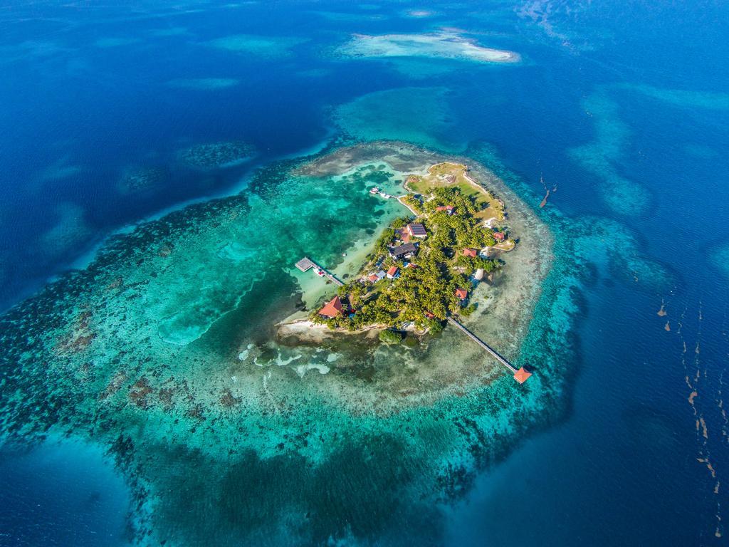 privatni-ostrov-na-prodej-hatchet-caye-island