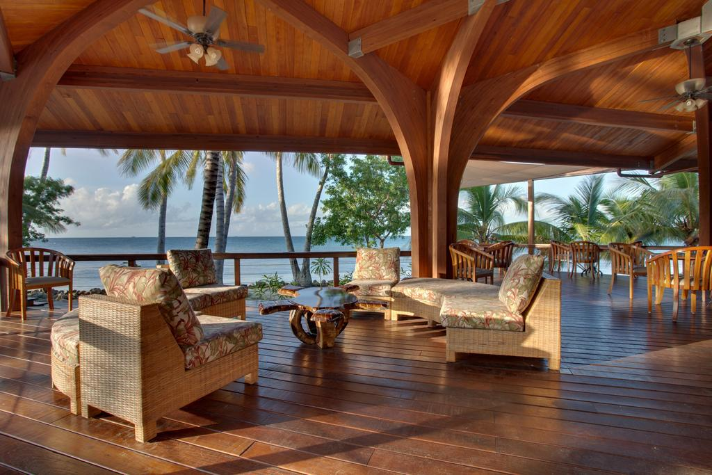 privatni-ostrov-na-prodej-hatchet-caye-resort