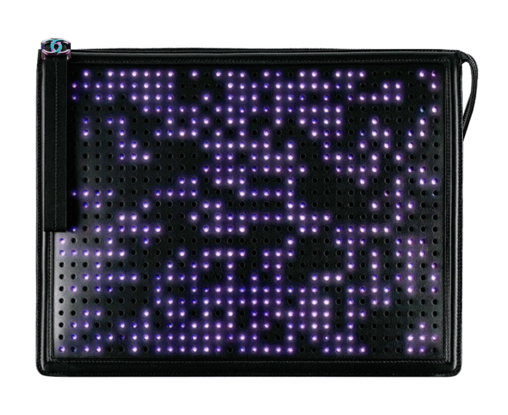 luxusni-kabelky-chanel-boy-led-clutch