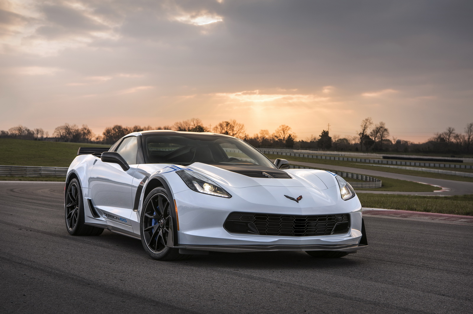 novinka-chevrolet-corvette-carbon-65-edition