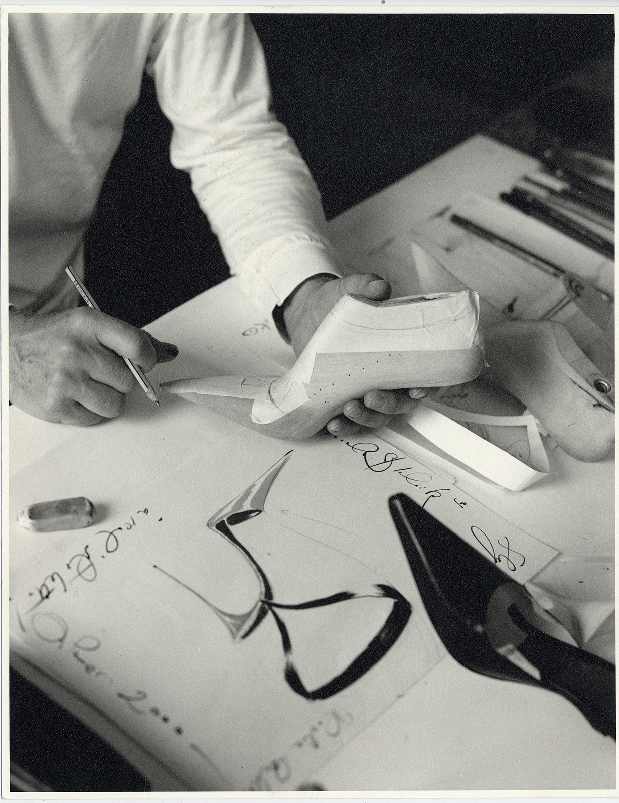 manolo-blahnik-drawing-michael-roberts